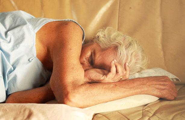 Dormir bien podría ser un factor protector de la enfermedad de Alzheimer.