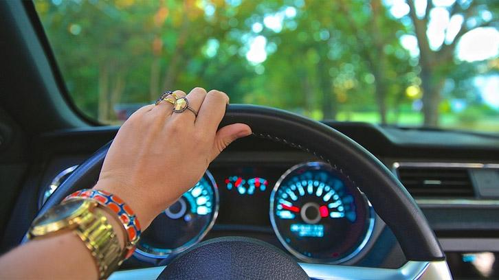 El consumo de ciertos medicamentos tiene efectos negativos en la conducción.