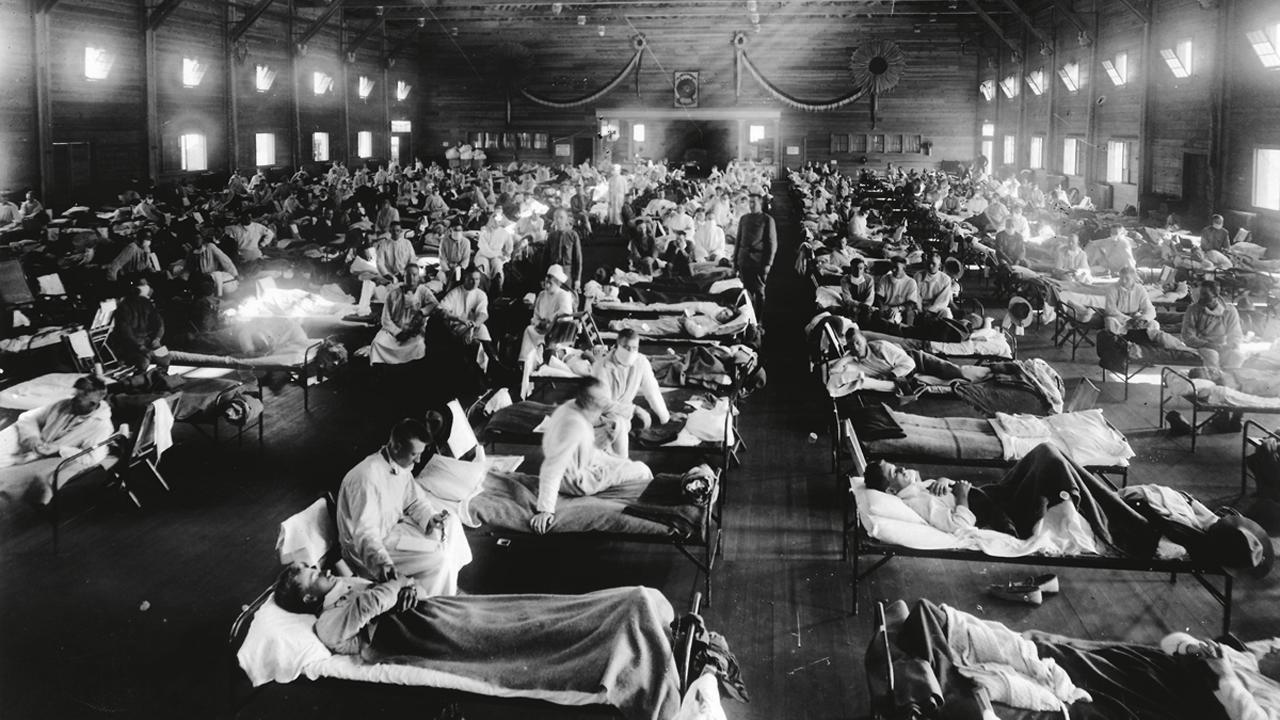 Hospital durante la epidemia de gripe de 1918 en Camp Funston, Kansas.