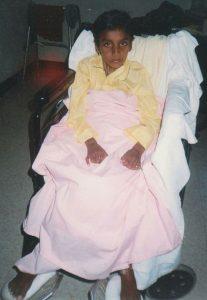 Wilmer Arias fue v�ctima en 1999 de un accidente con arma de fuego, lo que le causó una tetraplej�a parcial con paraplej�a con control de hombros y b�ceps, pero no la mano; pérdida del control de esf�nteres; y vejiga neurógena secundaria.