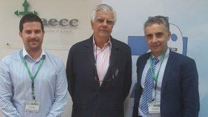 El presidente de AIES, Sergio Vañó, junto a Ignacio Muñoz, presidente de la AECC, y Carlos Mateos, vicepresidente de AIES.