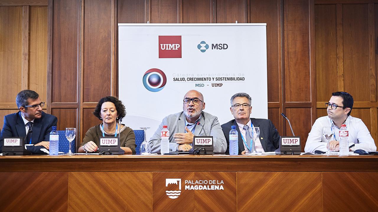 José Palacios, presidente de la SEAP; Ruth Vera, presidenta de la SEOM; Miguel Ángel Calleja, presidente de la SEFH; Juan Cruz, presidente de la AEGH, y Roberto Saldaña, presidente de ACCU