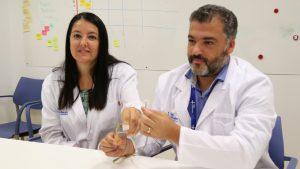 Luis Castro y Marta Allué, del Servicio de Urología del Valle de Hebrón, en Barcelona.