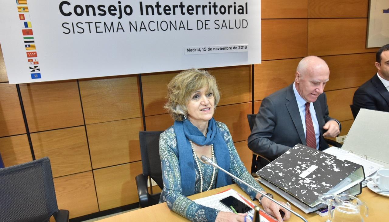 La ministra de Sanidad, María Luisa Carcedo, y el secretario general, Faustino Blanco, en el Consejo Interterritorial