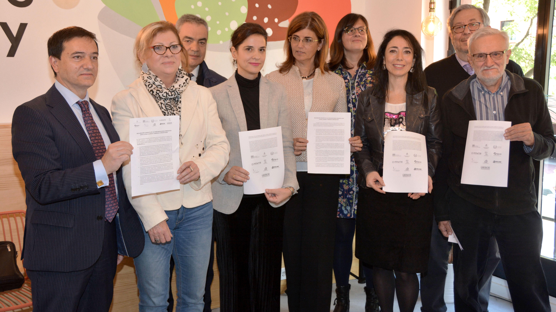 Presentación del manifiesto contra el proyecto de Ley de Farmacia de la  Comunidad de Madrid y contra la farmacia comunitaria 1a19c3e3c6e