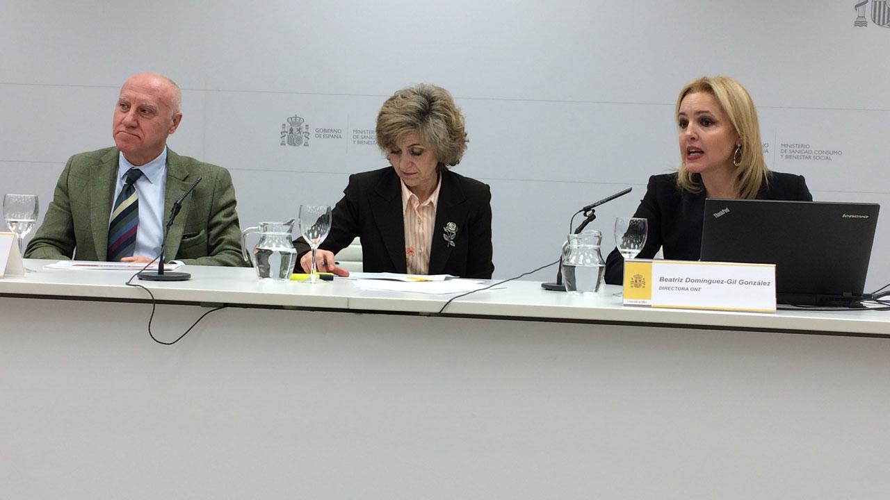 Faustino Blanco, secretario general de Sanidad, la Ministra de Sanidad, María Luis Carcedo, y la directora de la ONT, Beatriz Domínguez-Gil