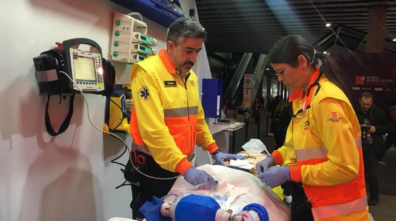 Piloto de ambulancia con tecnología 5G, este lunes en el Mobile World Congress.
