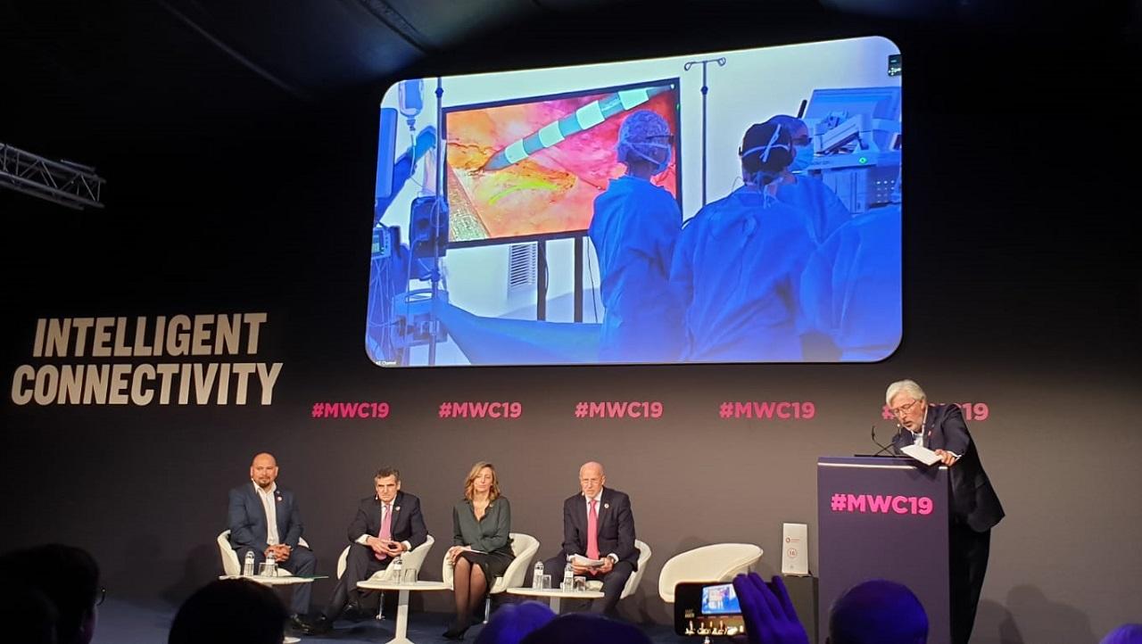 Presentación de la primera cirugía retransmitida con tecnología 5G, desde el Hospital Clínico de Barcelona, este miércoles en el Mobile World Congress.