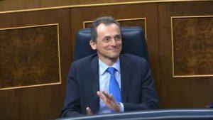 Pedro Duque, ministro de Ciencia, aplaude la convalidación del decreto.