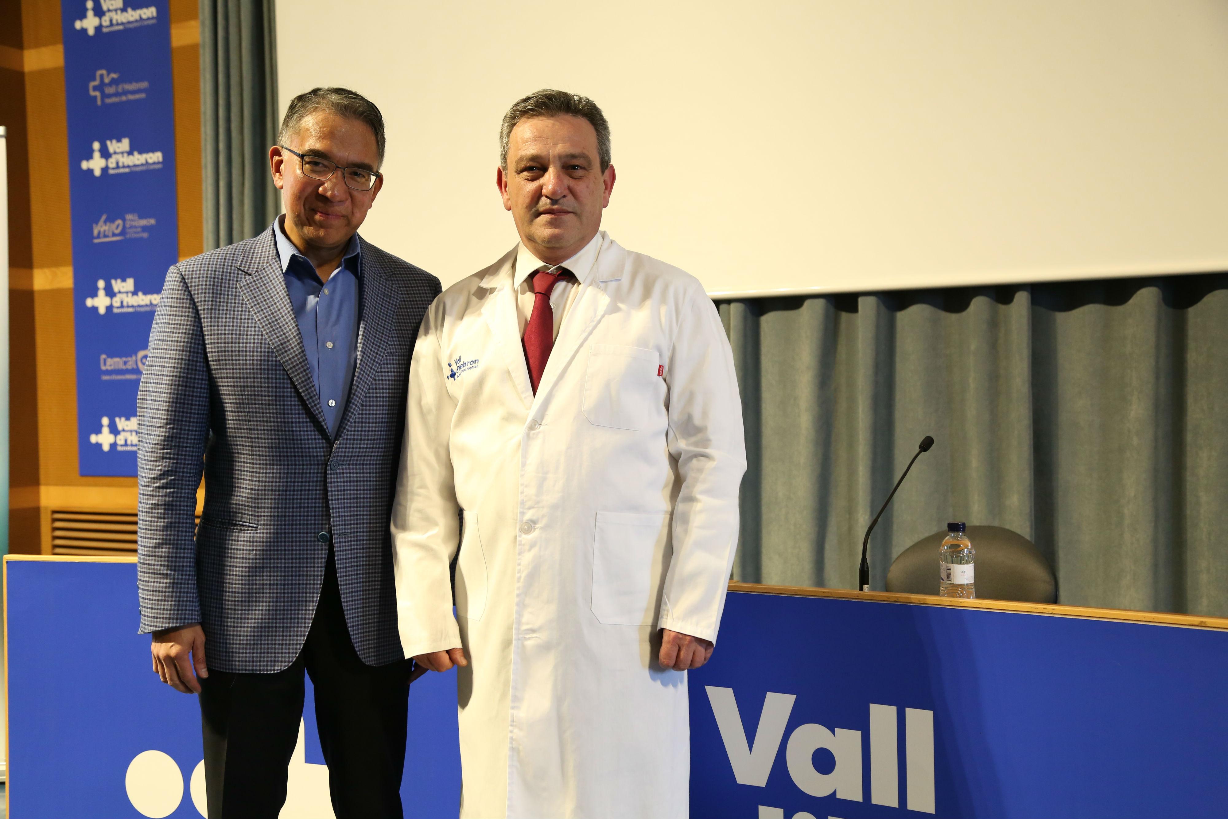 Los cirujanos pediátricos George Mazariegos y Javier Bueno.