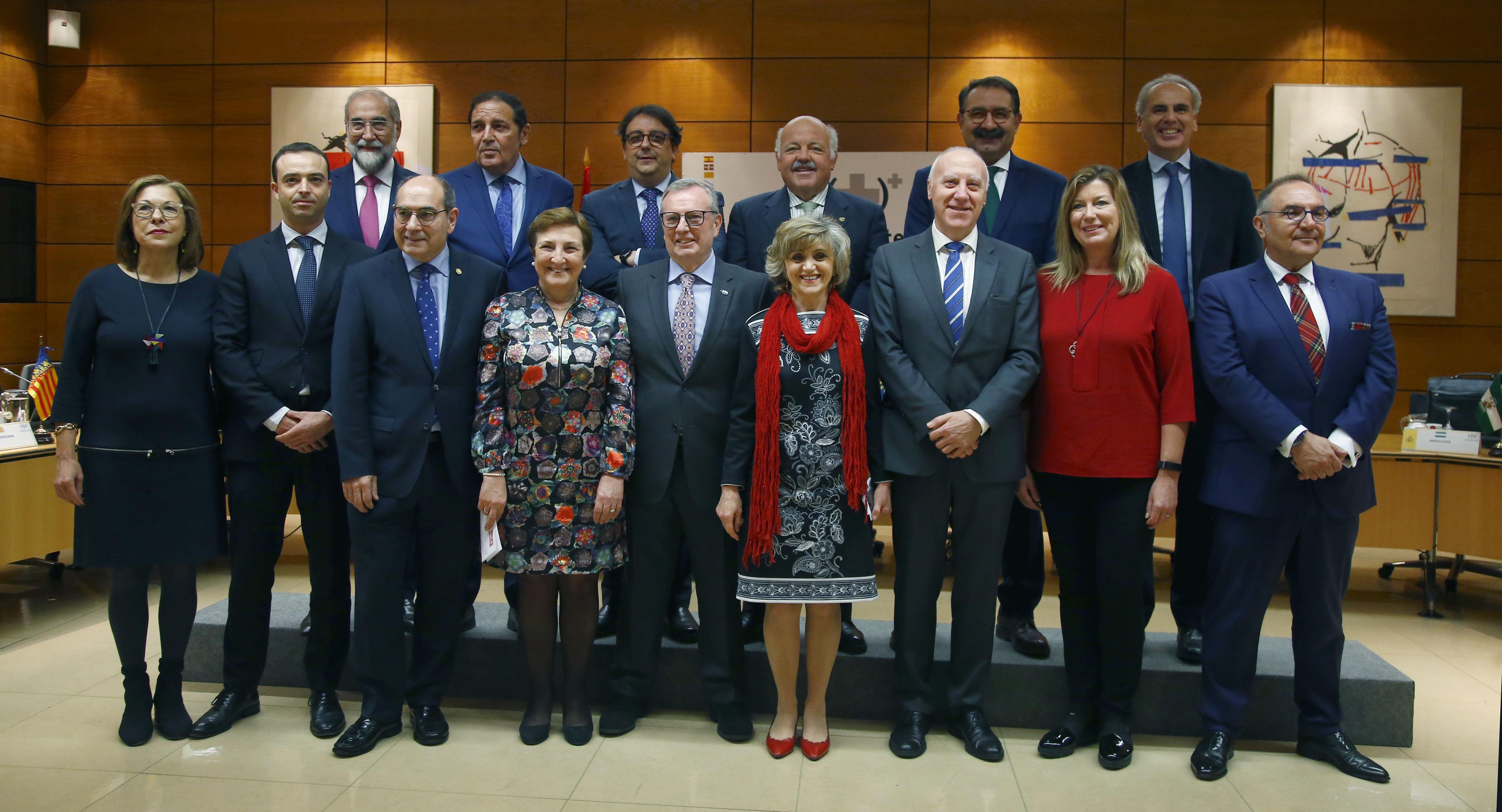 Foto de familia del Consejo Interterritorial, este lunes en el Ministerio de Sanidad, antes de comenzar la reunión.