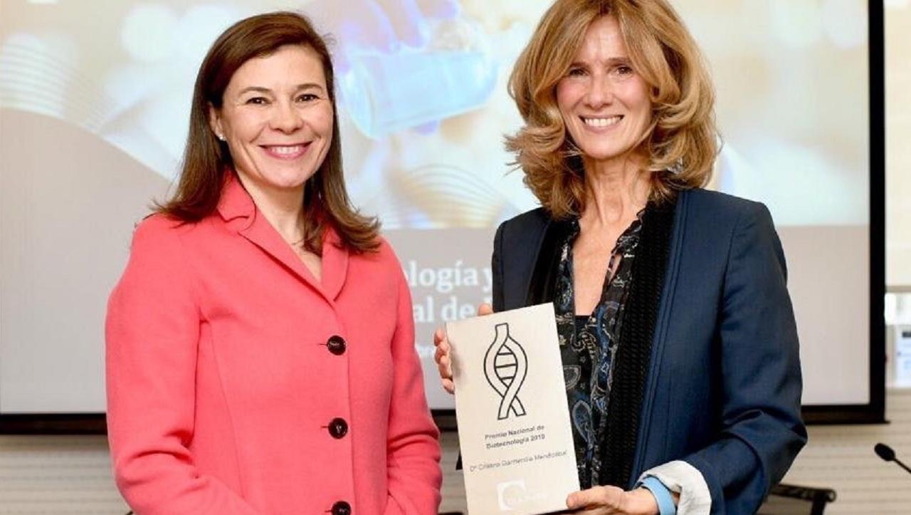 Pilar Menor (DLA Piper) y Cristina Garmendia, ganadora del Premio Nacional de Biotecnología, este jueves en el IX Foro de Capital Riesgo y Biotecnología.
