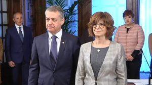 Nekane Murga, consejera de Salud del País Vasco, con el lehendakari, Íñigo Urkullu, este miércoles en la toma de posesión.