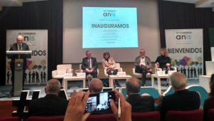 Inauguración del XV Congreso ANIS. Luis Fernández-Vega, Francisco del Busto, María Luisa Carcedo, Emilio de Benito y María Luisa Ponga.