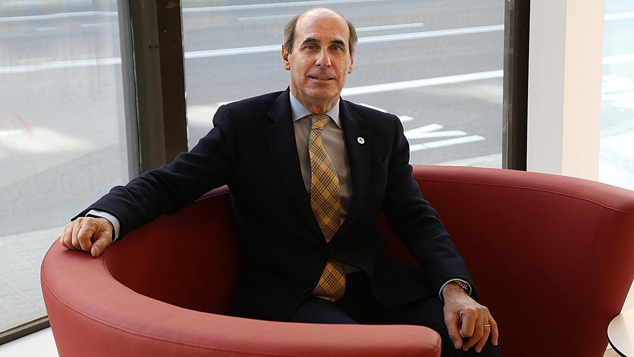 Laureano Molins, jefe de servicio de Cirugía Torácica del Hospital Clínico de Barcelona y presidente provincial de la Asociación Española Contra el Cáncer en Barcelona.