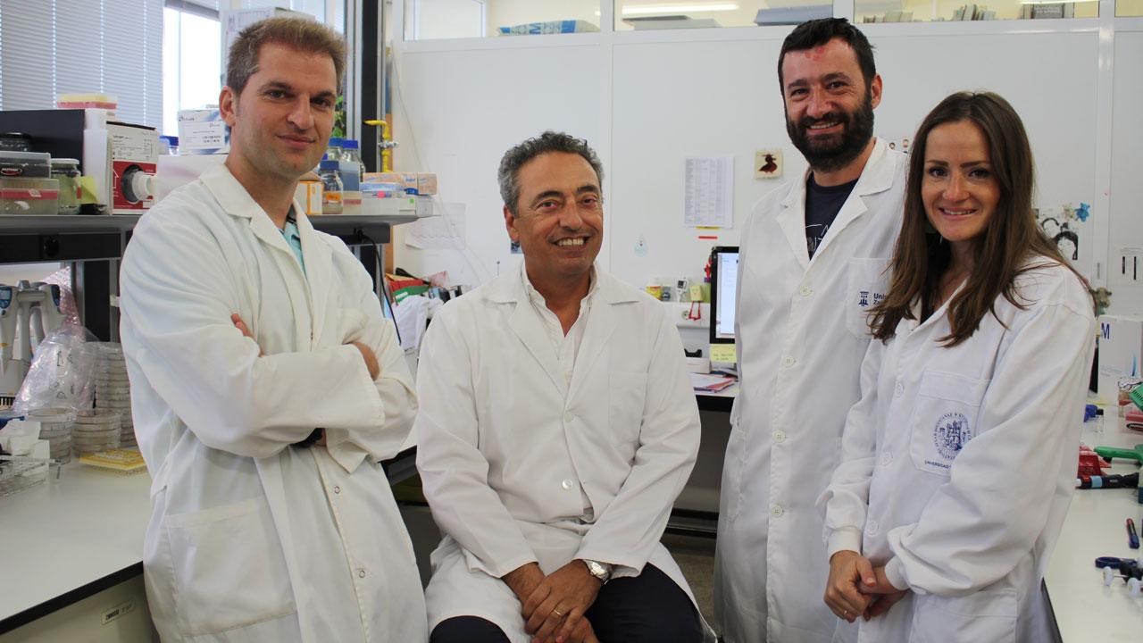 Carlos Mart�n, investigador principal del Proyecto Vacuna Tuberculosis de la Universidad de Zaragoza junto a sus compañeros Jesús Gonzalo, Nacho Aguiló y Dessislava Marinova