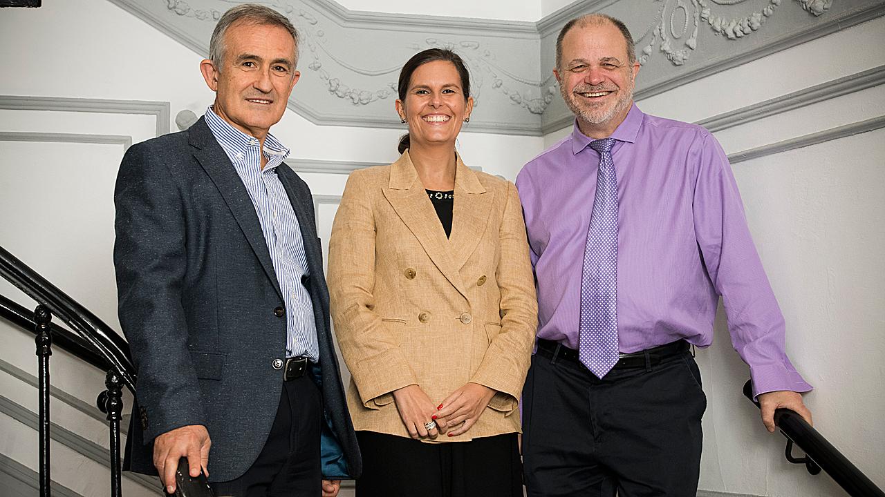 Ignacio Pascual, Marta Valente y Thomas Crawford, en la presentación del estudio Nurture, en Madrid.