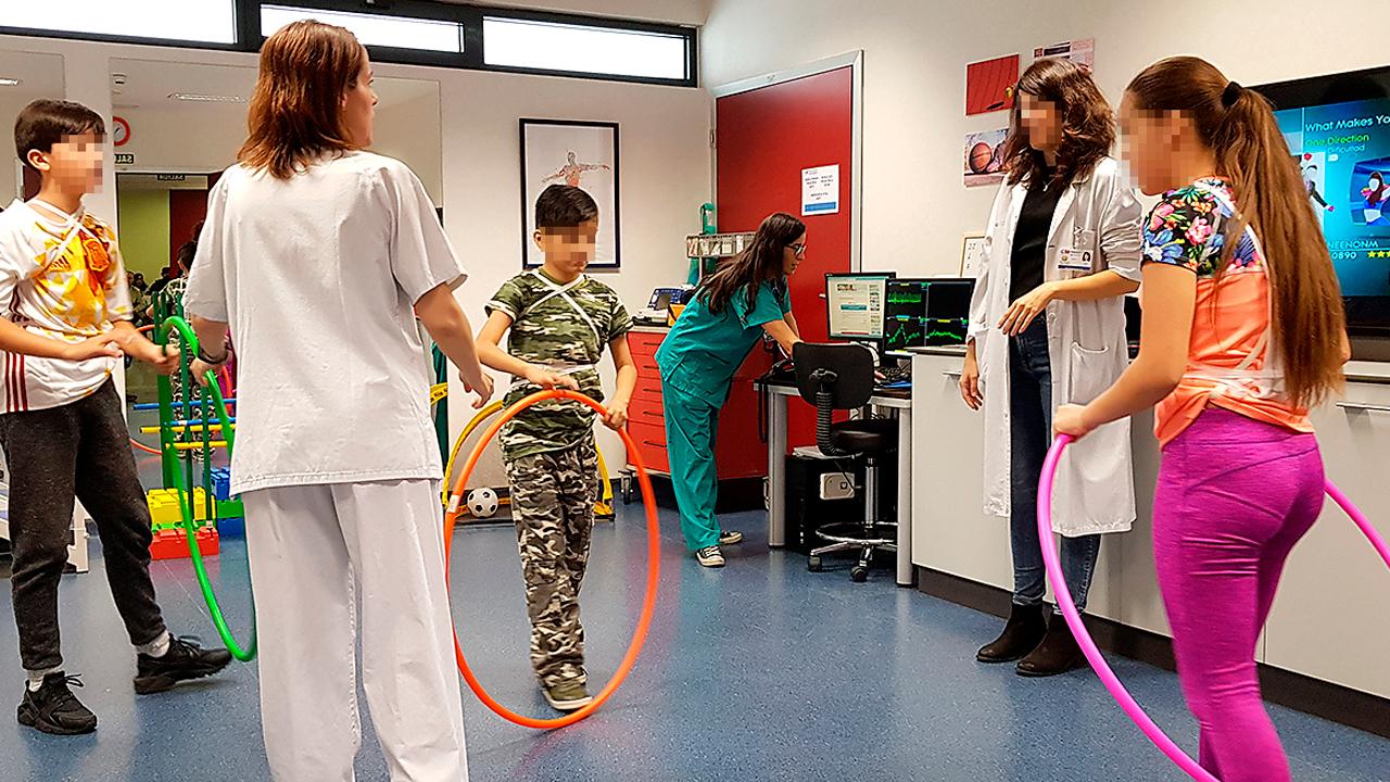 Los programas de entrenamiento controlados en el hospital muestran beneficios para niños tratados por procesos tumorales.