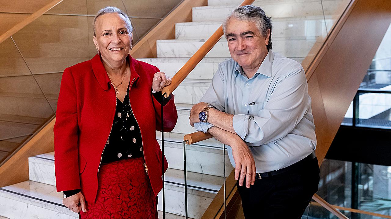 Teresa Regueiro, presidenta de la Ceemp, y Juan José Lahuerta, jefe de Hematología del Hospital 12 de Octubre, de Madrid, en la sede de Diario Médico.
