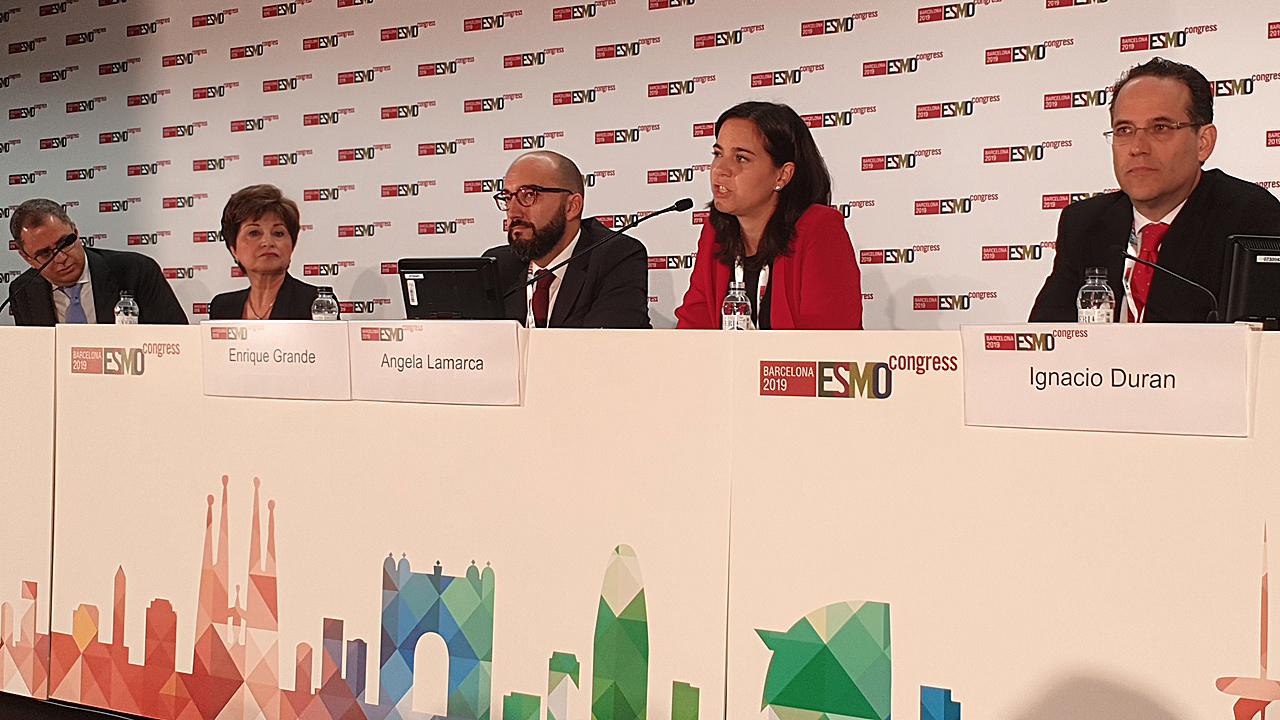 Ghassan Abou-Alfa, en la rueda de prensa junto con los oncólogos Maha Hussain, Enrique Grande, Ángela Lamarca e Ignacio Durán.