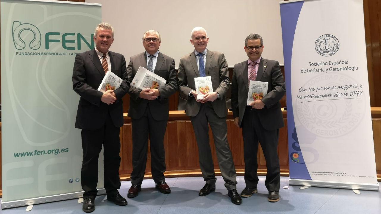José Manuel Ávila, (FEN), Valera-Moreiras (FEN), el geriatra Javier Gómez Pavon y Alfredo Bohórquez (SEGG), durante la presentación del Libro Blanco de la Nutrición de las Personas Mayores en España.