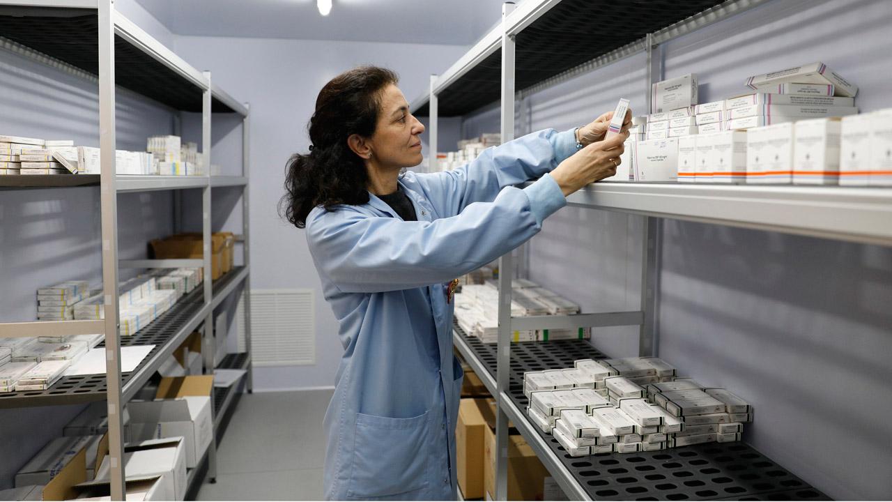 Pilar Puente, teniente coronel farmacéutica, en las instalaciones.