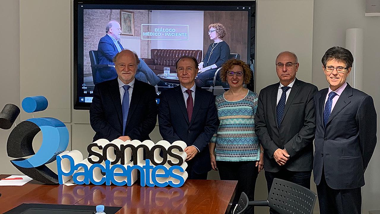 José María Álvaro-Gracia, Martín Sellés, Antonio Torralba, Laly Alcaide y Humberto Arnés, en el tercer debate de los Diálogos Médico-Paciente