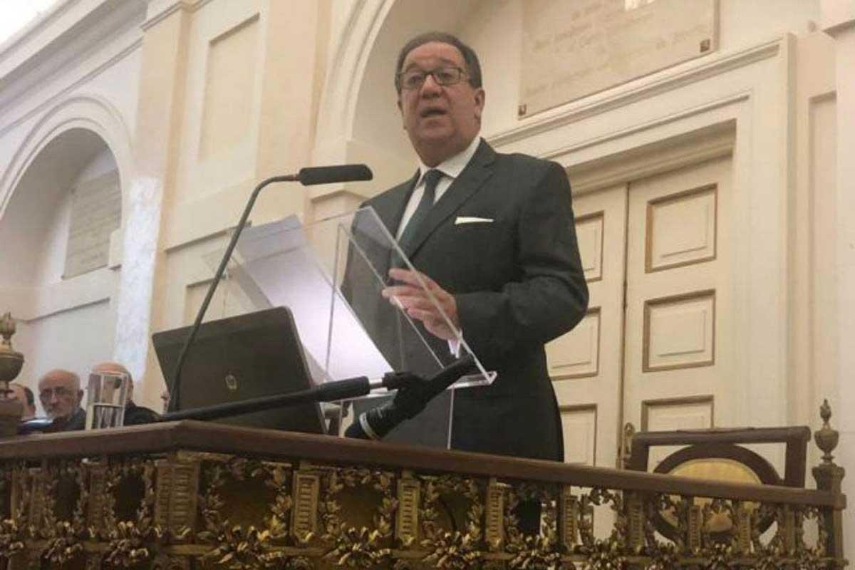 El presidente del COF de Badajoz, Cecilio J. Venegas Fito, en su discurso de ingreso en la Real Academia Nacional de Farmacia de España (RANF).