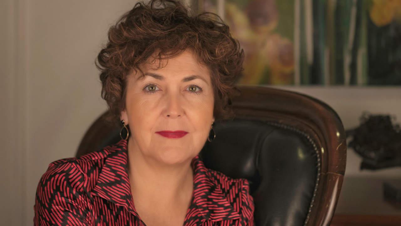 Primer plano de la presidenta del Colegio de Médicos de Alicante, María Isabel Moya.