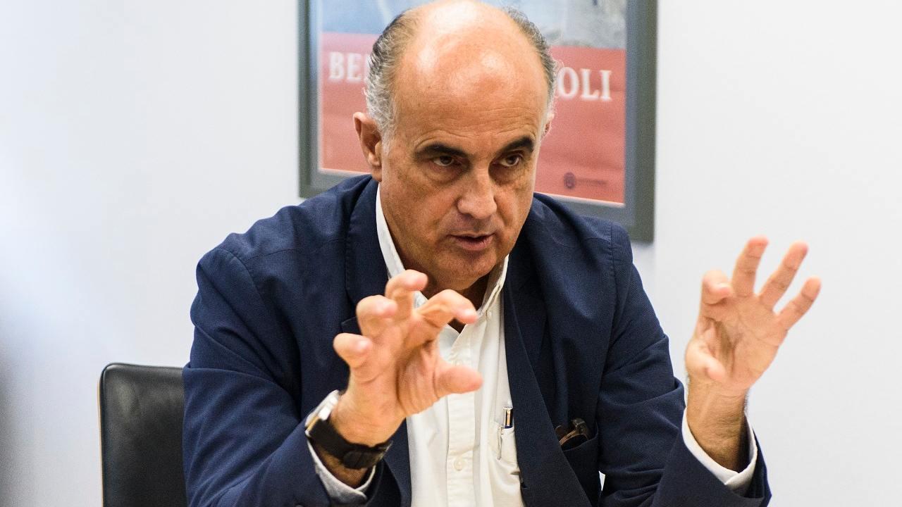 Antonio Zapatero, presidente de Facme, en su despacho del Hospital de Fuenlabrada