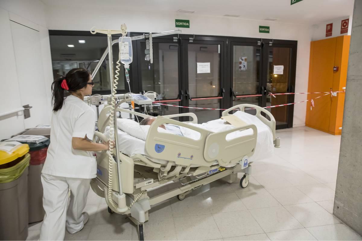 El CGE exige a Sanidad todos los profesionales sanitarios tengan equipos completos de protección. Foto: Ariadna Creus y Ángel García (Banc Imatges Infermeres).