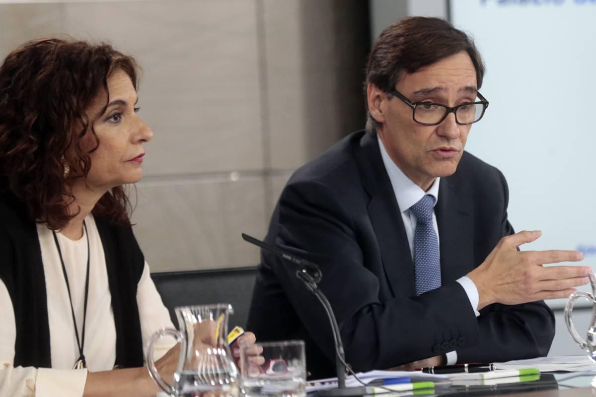 María Jesús Montero, portavoz del Gobierno, y Salvador Illa, ministro de Sanidad.