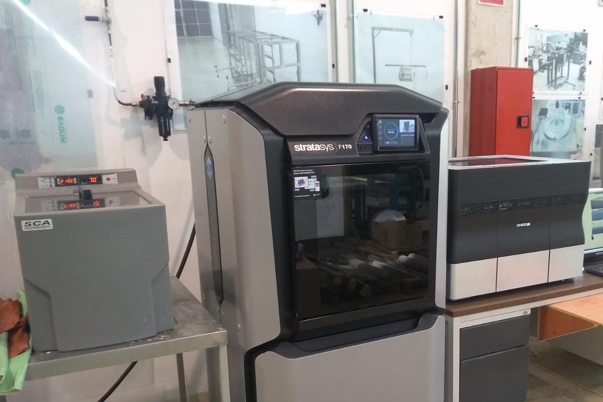 Impresora 3D de la Universidad de Murcia, colaborando contra el coronavirus.