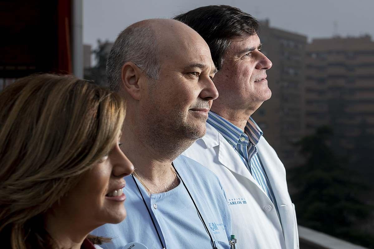 Elena Villamañán (farmacéutica), Valentín López (enfermero) y Santiago Quirce (alergólogo), integrantes de la Unidad de Asma Grave de La Paz