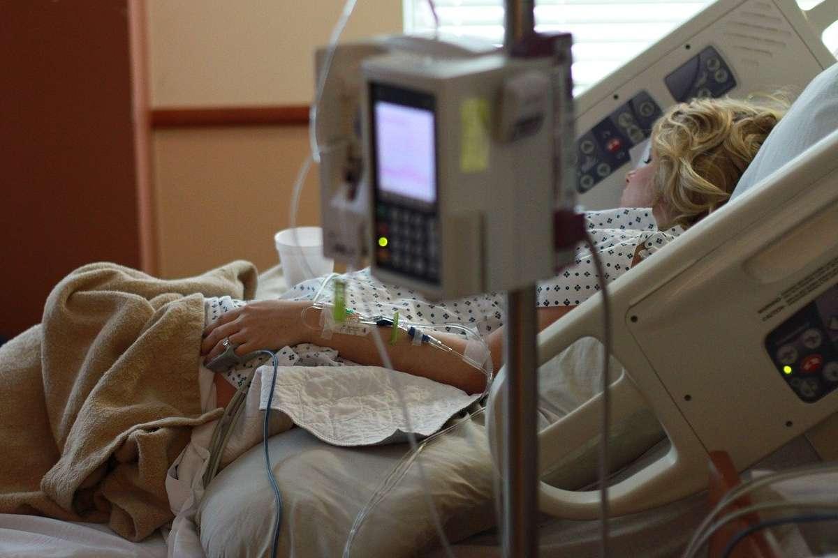 Paciente en la cama de un hospital