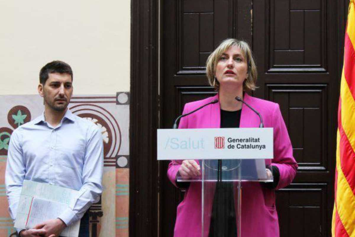 Alba Vergés con Oriol Mitjà en una comparecencia pública.