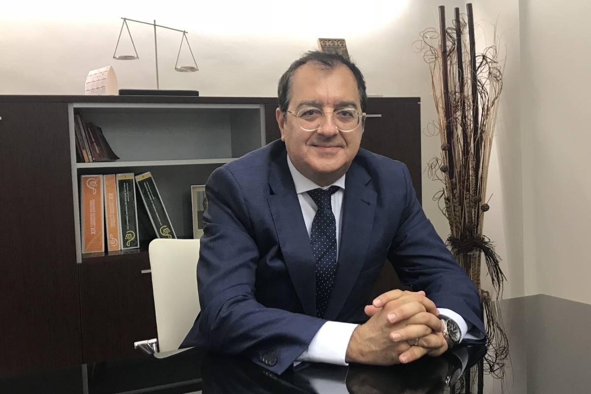 Carlos Fornes, abogado experto en Derecho Sanitario.