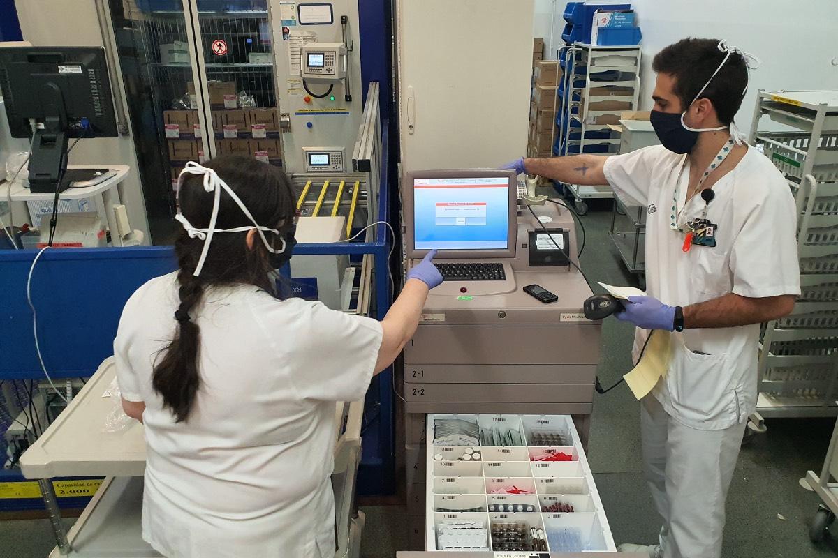 Farmacéuticos del Hospital Santa Creu i Sant Pau, en Barcelona.