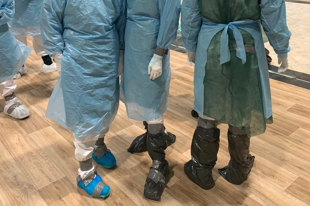 Unos sanitarios con EPI en el hospital de campaña de Ifema (CCOO Sanidad Madrid)