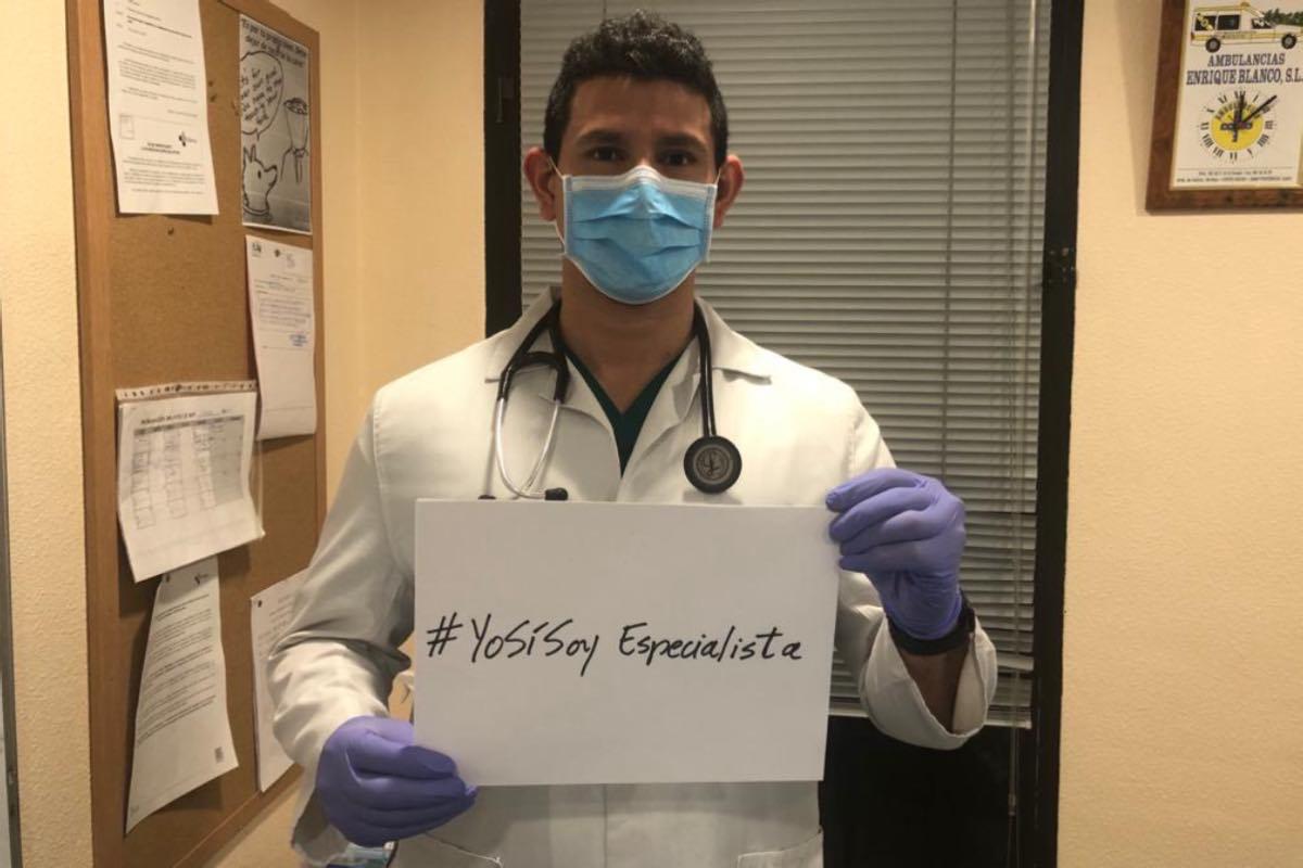 Fernando Dávila, R5 de Medicina Intensiva en la UCI del Hospital del Bierzo (León), reivindica su condición de especialista.
