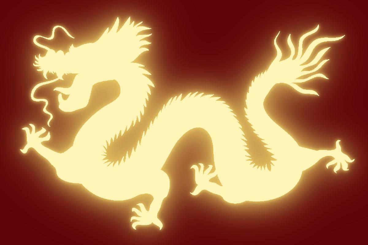 Silueta amarilla de dragón chino