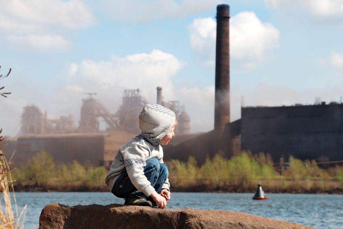 La contaminación durante el embrazo puede producir retrasos en el crecimiento de los niños