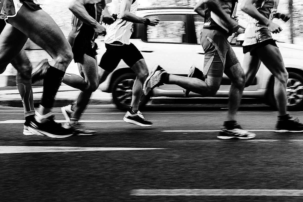 Un mal entrenamiento, un calentamiento inadecuado o unas malas zapatillas pueden provocar una lesión.