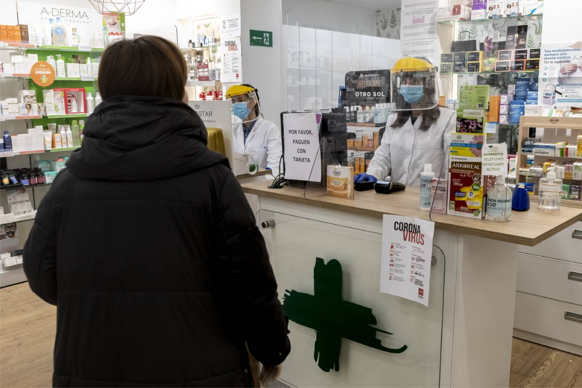 Las farmacias pueden acogerse a algunas fórmulas fiscales para capear el temporal durante la pandemia. Foto: J. L. Pindado.