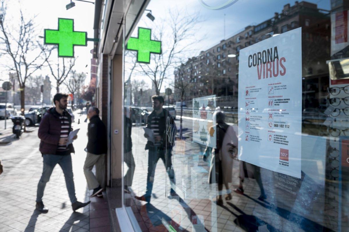 Fachada de una farmacia en la Comunidad de Madrid (Foto: José Luis Pindado).