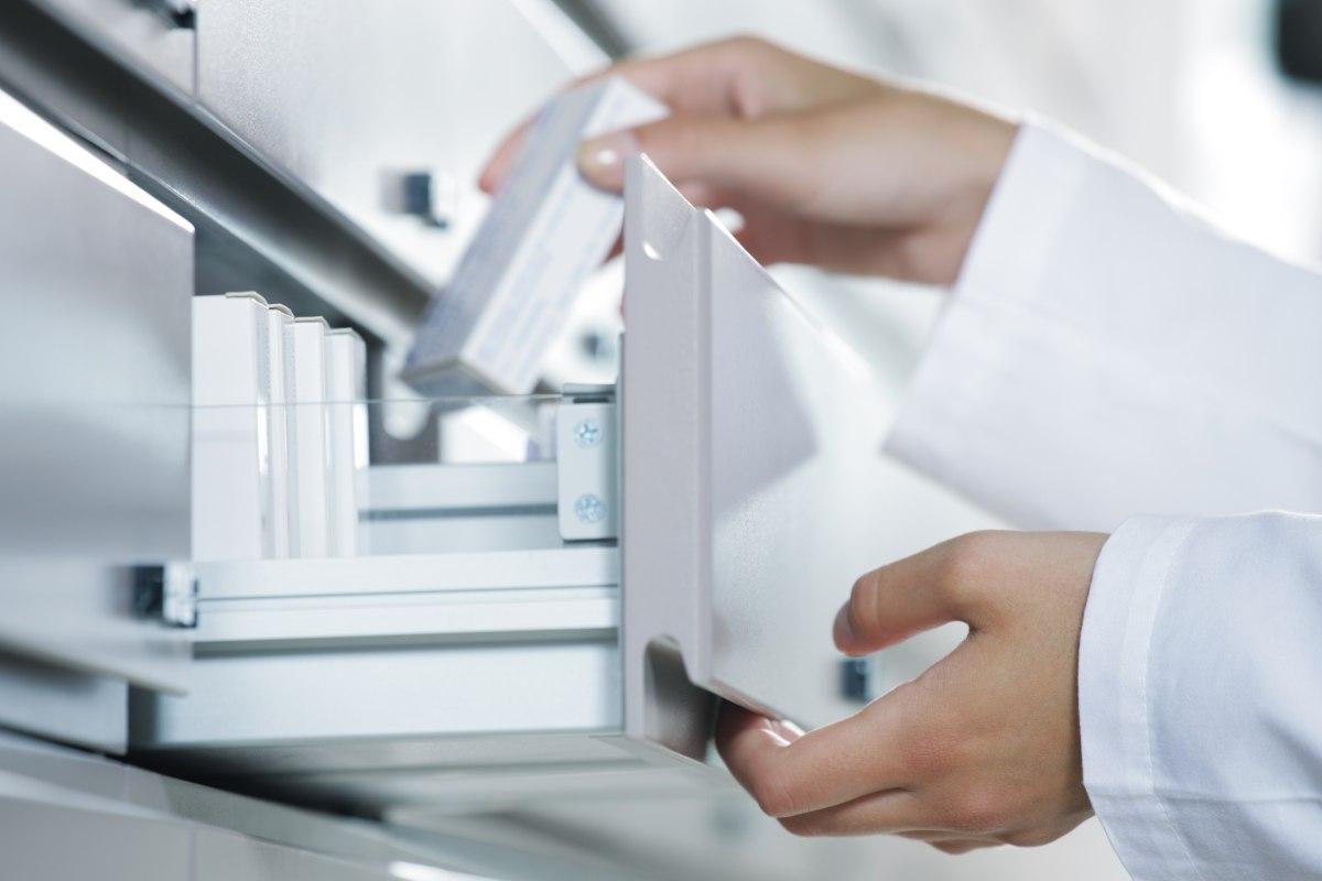 El presidente de FEFE analiza la labor que están realizando las farmacias ante la crisis sanitaria generada por la Covid-19.