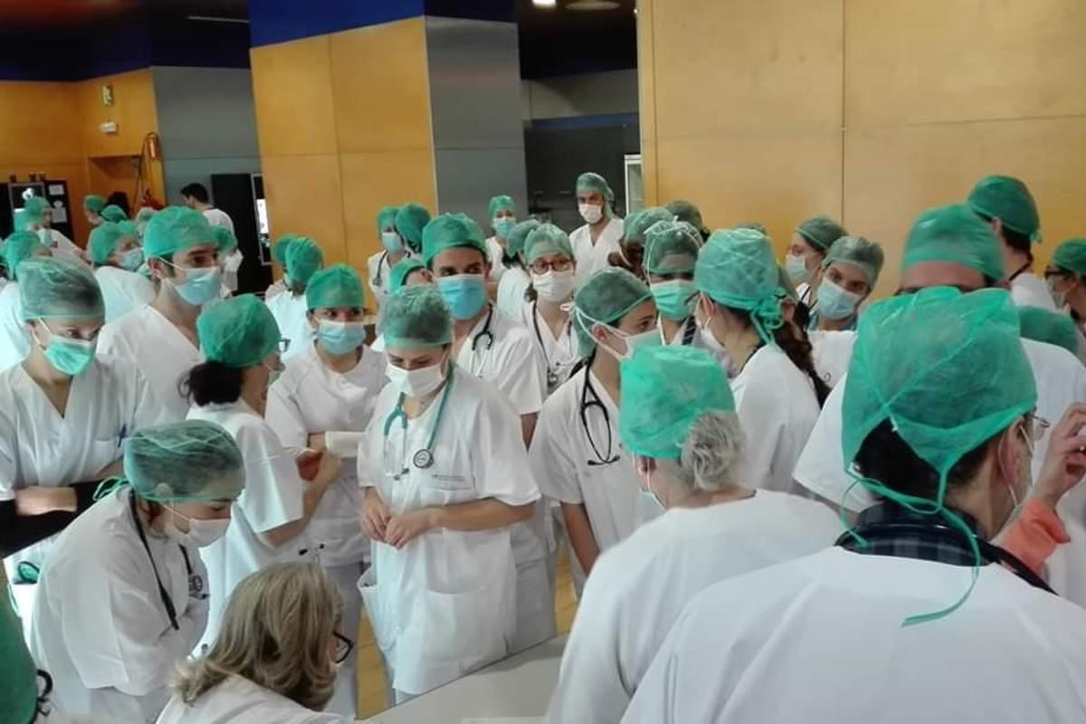 Un grupo de profesionales en el hospital de IFEMA, con sus EPI.