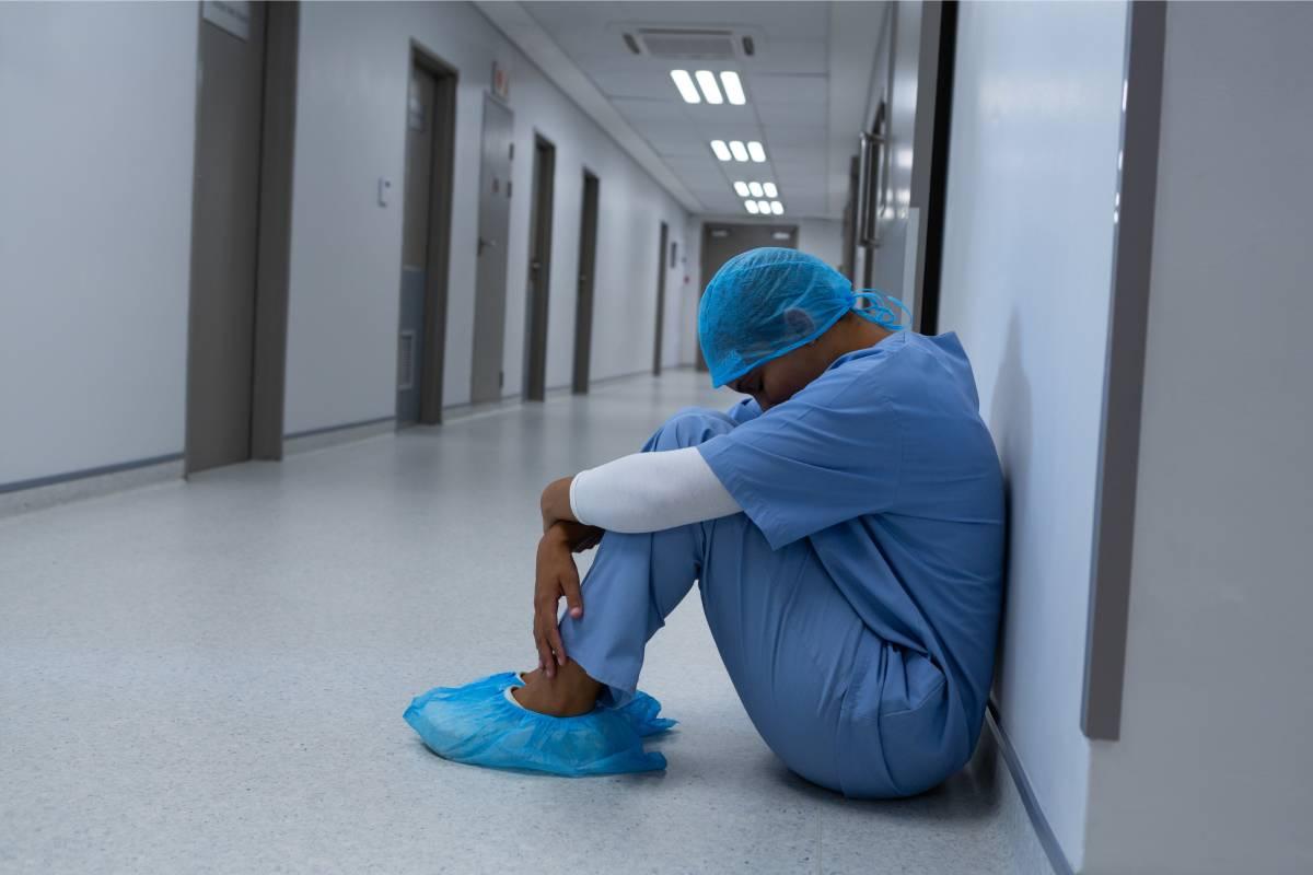 El 82% de las intervenciones realizadas por el COP de Madrid ha sido con enfermeras, según el COP de Madrid, ya que son más tendentes a buscar ayuda psicológica que los médicos.