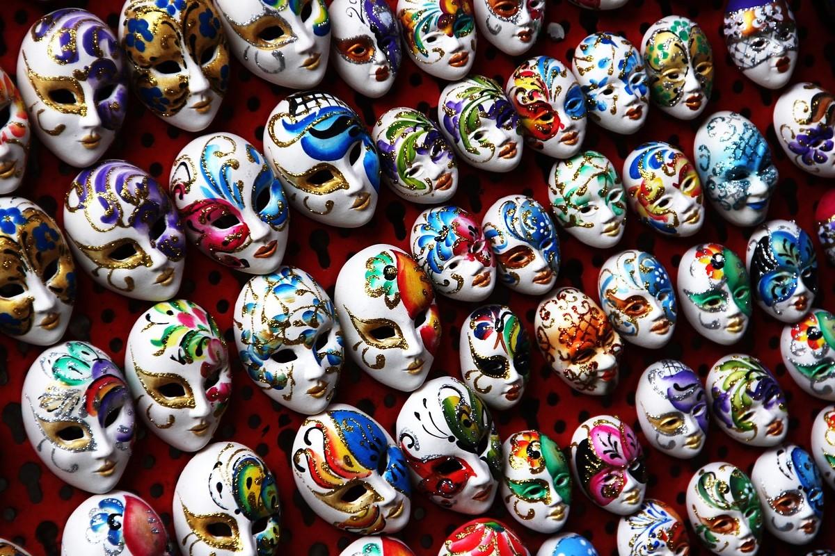 Conjunto de máscaras chinas