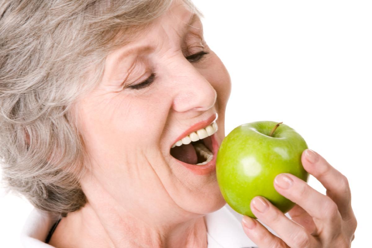 Es recomendable consumir cincoraciones al día de frutas y verduras.